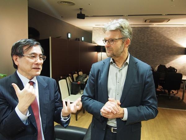 Meijdam教授と今泉理事・国際交流センター長